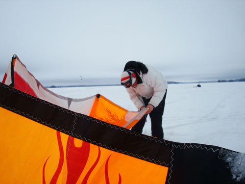 Learn to snowkite, getting the wing ready