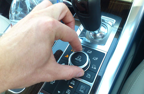 2014_Range_Rover_Sport_launch_dial