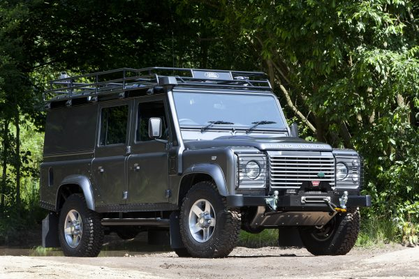 lr_land_rover_defender_monty_halls_dive_centre_02_(65563)